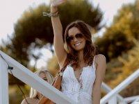 Brunettes-Women-Summer